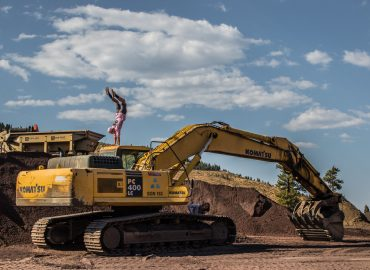 yellow-excavator-1420744